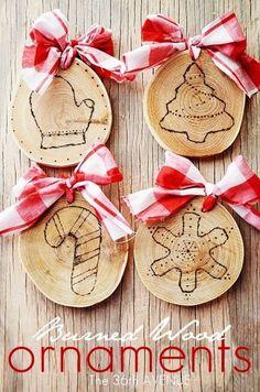 картинка игрушки на ёлку из деревянных спилов своими руками.