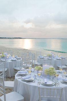 Beach Wedding. Einfache Deko und doch so wirkungsvoll - ein Traum