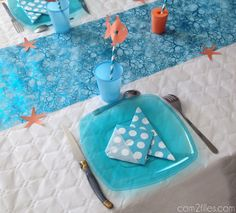 the tutorial to fold fish-shaped napkins - video You are in the right place about decoration table c Deco Theme Marin, Napkin Folding, April Fools Day, Deco Table, Dad Birthday, Plastic Cutting Board, Picnic Blanket, Origami, Napkins