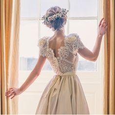 Thank you for this perfect picture! @elmorecourt #katyakatyashehurina #wedding #weddingshop #weddingdress #weddingstyle #weddinginspiration #bridalgown #bridalshop #bridalfashion #bridalshopping #modernbride #modernweddings #bridaldress #bohemianbride #bohobride