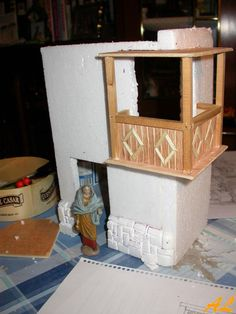 Posada parte 2. (Paredes, puertas, ventanas) Nativity House, Diy Nativity, Coolpix, Journal Inspiration, Terrarium, Miniatures, Dolls, Christmas, Crafts