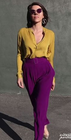 Blouse and wide leg pants elevated with color and statement earrings - Blouse and wide leg pants elevated with color and statement earrings Source by FreiundQuer - Colour Combinations Fashion, Color Combinations For Clothes, Fashion Colours, Colorful Fashion, Fashion 2020, Look Fashion, Autumn Fashion, Fashion Outfits, Color Blocking Outfits