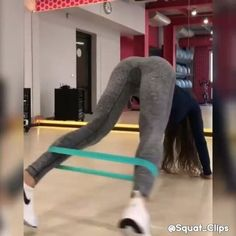 Also follow @squat_clips💥 . Tag us in your videos with @buttworkoutvids & #ButtWorkoutVids to get a free feature🍑 . TAG YOUR WORKOUT…