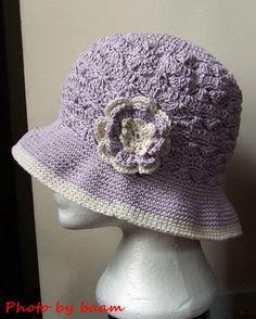 Crochet hat, Summer hat.  English version at:   http://gosyo.co.jp/english/pattern/eHTML/ePDF/1101/3w/amicomo4-1_Bucket_Hat.pdf