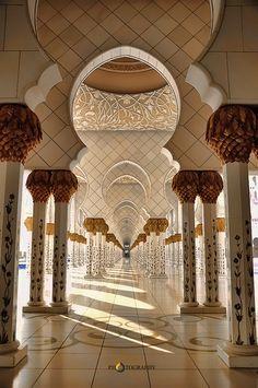 Sheikh Zayed Mosque, Abu Dhabi, UAE - Photography by Vpin Babu, via Behance