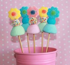 arboles de chuches para comunion - Buscar con Google Candy Party, Party Treats, Candy Table, Candy Buffet, Cake Pops, Candy Bouquet Diy, Candy Kabobs, Candy Cakes, Jelly Beans