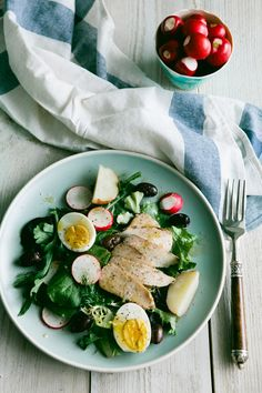 Grilled Chicken Niçoise Salad | 23 Healthy And Delicious Low-Carb Lunches  http://squeezepagecreator.com/create/creator/new_site/622613/