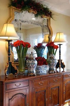 There is no Christmas if there are no Christmas decorations.  Here we show you ways how to prepare and decorate your wall mirrors for the holiday season.