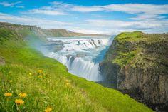 Als Insel im Nordatlantik ist Island mit einer Menge Regen gesegnet, und dieser bahnt sich seinen Weg zurück dahin, wo er herkam. Atemberaubende Flussläufe im Inneren des Landes, Wasserfälle und große wie kleine Seen sind das Ergebnis des Wasserkreislaufs. Entdecke mit MARCO POLO die schönsten Inseln, Seen und Wasserfälle.