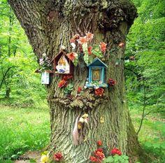 Kapliczki w puszczy Shrines to the Goddess Mary in Poland