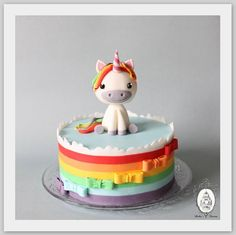 rainbow unicorn cake Avrièlle's second birthday? Fancy Cakes, Cute Cakes, Fondant Cakes, Cupcake Cakes, Unicorne Cake, Love Cake, Cake Tutorial, Creative Cakes, Celebration Cakes