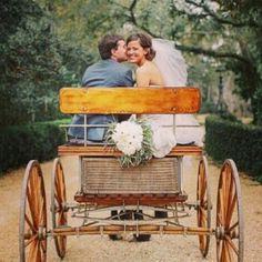 What a romantic idea for a rustic wedding. Love it! | www.mysweetengagement.com