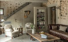 In the living room of the charming guest house, 'La Bergerie de Nano', wooden coffee table on trestles, distressed aged leather sofa and … - Decoration For Home Chic Living Room, Cozy Living Rooms, Living Room Decor, Country Chic, Country Decor, Distressed Leather Sofa, Brown Leather, Provence, Salons Cosy
