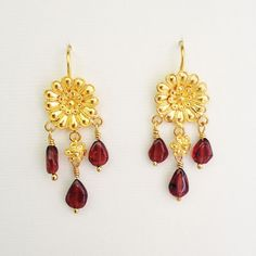 gold daisy earrings with garnet Byzantine Jewelry, Gold Earrings, Drop Earrings, Garnet, Floral, Gold Stud Earrings, Granada, Gold Pendants, Florals