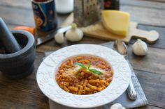 Паста в собственном соку с фасолью и томатным соусом   Паста в таком соусе просто шикарна, у нас томатный вкус и цвет, мягкая фасоль и маленькие кусочки лука и моркови.
