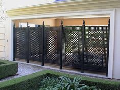 It's great to have wonderful backyard. So here comes the solution; an outdoor privacy screen. You can build your own DIY privacy screen. Garden Privacy Screen, Privacy Fence Designs, Privacy Walls, Backyard Privacy, Privacy Fences, Backyard Patio, Backyard Landscaping, Fencing, Outdoor Privacy Screens