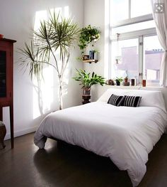 Dreamy Bedroom: minimalist and airy with lots of natural elements