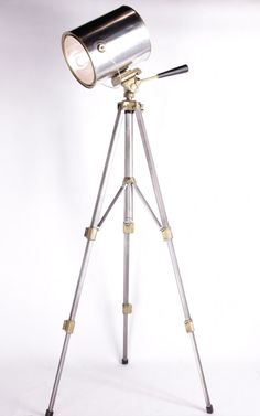 Spotlight tripod lamp