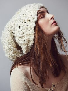 Simple hand knit hat pattern - ideal for our bulky handspun Cast Away yarn - you'll just need one skein to complete! Easy Knit Hat, Knit Beanie, Knitted Hats, Slouch Hats, Loom Knitting Patterns, Hand Knitting, Hat Patterns, Knitting Tutorials, Stitch Patterns