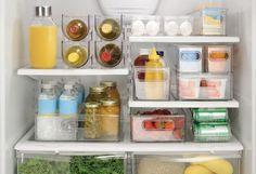 Como organizar a geladeira de forma eficiente? Um dos itens mais importantes da casa merece toda a atenção na hora de sua organização, afinal, boa parte dos alimentos que ingerimos no dia a dia ficam armazenados lá. E para ajudar a encontrar tudo mais facilmente – e de quebra otimizar o prazo de validade e ...