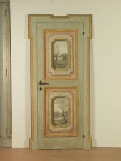 Riproduzione di una porta del '600 dipinta con tecnica trompe l'oeil , raffigurante paesaggi e rovine . realizzata in abete di patina.
