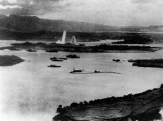Attack on Pearl Harbor, 1941 Aerial view of the initial blows struck against American ships as seen from a Japanese Plane over Pearl Harbor Pearl Harbor 1941, Pearl Harbor Hawaii, Pearl Harbor Attack, Uss Oklahoma, Remember Pearl Harbor, Rare Historical Photos, Imperial Japanese Navy, Battleship, Aerial View