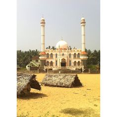 A mosque at the Vizhinjam Harbour Road next the fish market.  #seaport #india #kerala #coastline #harbour