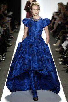 Oscar de la Renta Fall 2006 Ready-to-Wear Collection - Vogue Runway Fashion, Fashion Show, Fashion Design, Uk Fashion, High Fashion, Blue Dresses, Formal Dresses, Vogue, Asymmetrical Design