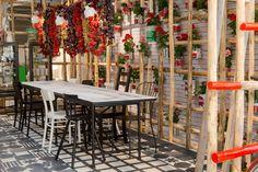 Dar la lata - AD España, © D.R. La cocina que Paola Navone hizo para Ikea en la última edición del Salone es más que apetecible. Lo de usar latas de conservas como macetas es un puntazo asequible y transgresor.