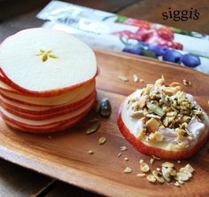 #RECIPE - DIY Apple Pizzas. Grab your favorite siggi's #yogurt tubes, some granola and apples for a fun easy #afterschoolsnack! #siggis