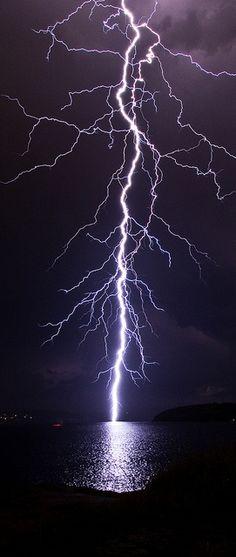 https://photography-classes-workshops.blogspot.com/ #Photography Lightning Strike – Sydney | Very cool photo blog