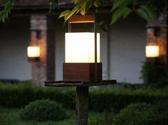 Lámpara de pie fluorescente MOON SOON by TRADEWINDS