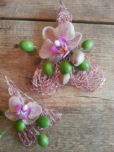 Net even iets anders corsage bruidegom en kinder corsage Net, Corsages, Boutonnieres, Orchids, Drop Earrings, Weddings, Ideas, Wedding, Drop Earring