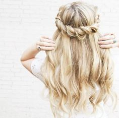 ☆ http://trends-style.com/2-hairstyle-picks-day/