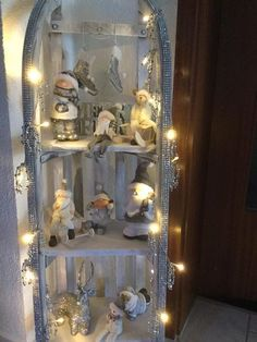 Weihnachtsdeko Weihnachtsdeko The post Weihnachtsdeko appeared first on Holz ideen. Christmas Window Display, Decoration Christmas, Christmas Tree Branches, Xmas Tree, Farm Crafts, Diy And Crafts, Christmas Home, Christmas Crafts, Navidad Diy