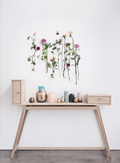 Taking inspiration in this fresh flora wall at House of C | Interior blog: Grand opening Bolia Amsterdam
