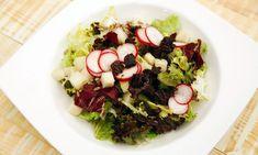 Receta de Karlos Arguiñano de ensalada de pera, rabanitos, lechugas, tomates secos en aceite y pipas de girasol, plato apto para vegetarianos y veganos. #ensalda #pera #rabanitos
