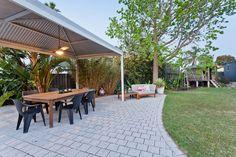 Small Backyard Patio, Backyard Patio Designs, Patio Bar, Backyard Landscaping, Simple Outdoor Kitchen, Outdoor Kitchen Design, Whatsapp Marketing, Cement Patio, Kitchen And Bath Remodeling
