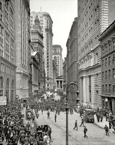 """New York circa 1905. """"Broad Street exchange and curb brokers."""" 8x10 inch dry plate glass negative, Detroit Publishing Company"""