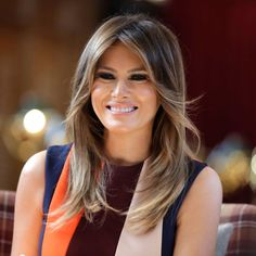 US First Lady Melania Trump praised NBA superstar LeBron James for his charity work, a day after her husband, President Donald Trump, attacked the Los Angeles Lakers players intelligence. The First Lady's spokeswoman Stephanie Grisham on Saturday. Trump Melania, First Lady Melania Trump, Melania Trump Hair Color, Donald Trump, Lebron James, Victoria Beckham, First Ladies, Look Star, Patriotic Outfit