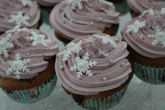 Mustikka-valkosuklaa muffinsit