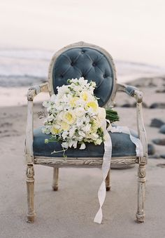 CASTAWAY // #flowers #bouquet #ocean #castaway #coastal #beach #inspiration #white #relaxed #bride #wedding
