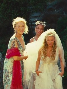 Meryl Streep and Amanda Seyfried in 'Mamma Mia! Boda Mamma Mia, Mamma Mia Wedding, Beau Film, Meryl Streep, Movies And Series, Movies And Tv Shows, Iconic Movies, Great Movies, Outfit Essentials