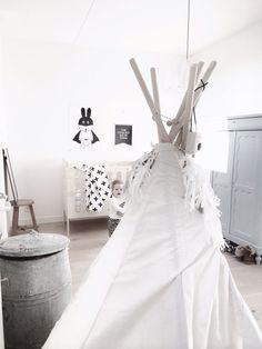Des astuces d'une décoration style scandinave à retenir : le mix noir, blanc et gris