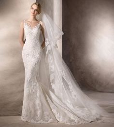 La Sposa 2017 - Hong Kong - 婚紗 - An elegant mermaid wedding dress with lace embroidery details & illusion neck.
