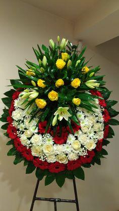 Flower Arrangement Designs, Unique Flower Arrangements, Flower Centerpieces, Flower Wreath Funeral, Funeral Flowers, Funeral Caskets, Casket Flowers, Funeral Floral Arrangements, Grave Decorations