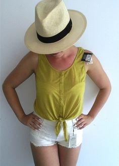 Kup mój przedmiot na #vintedpl http://www.vinted.pl/damska-odziez/koszulki-na-ramiaczkach-koszulki-bez-rekawow/14315719-musztardowy-crop-top-wiazany-na-supel-rozm-363840-primarkatmosphere
