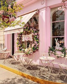 We adore this darling pink cafe welcoming the arrival of Easter week! Wishing each of you a lovely day and a moment to e Cafe Interior Design, Cafe Design, Pink Cafe, Beautiful Flowers, Beautiful Places, Victoria Magazine, Happy Easter Everyone, Cute Cafe, Coffee Shop Design