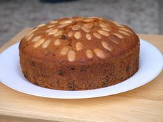 This Muslim Girl Bakes: Dundee Cake Easy Christmas Cake Recipe, Boiled Fruit Cake, Mary Berry, Types Of Cakes, Round Cakes, Cake Tins, Dundee, How To Make Cake
