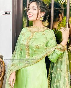 Cute Girl Pic, Cute Girls, Cute Couples Goals, Couple Goals, Beautiful Women Videos, Saree Poses, Pakistani Actress, Girls Dp, Anime Art Girl